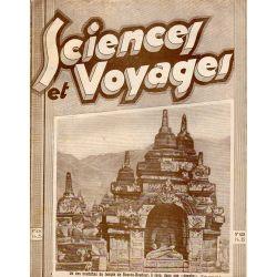 """Sciences et Voyages n° 638 - 19 novembre 1931 - Un des bouddahs du temple de Boeroe-Boedoer à Java, dans son """"Dagoba"""""""
